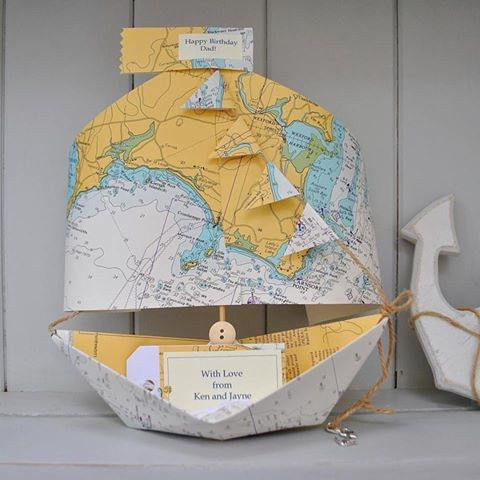 The Little Boathouse - Boat made of maps