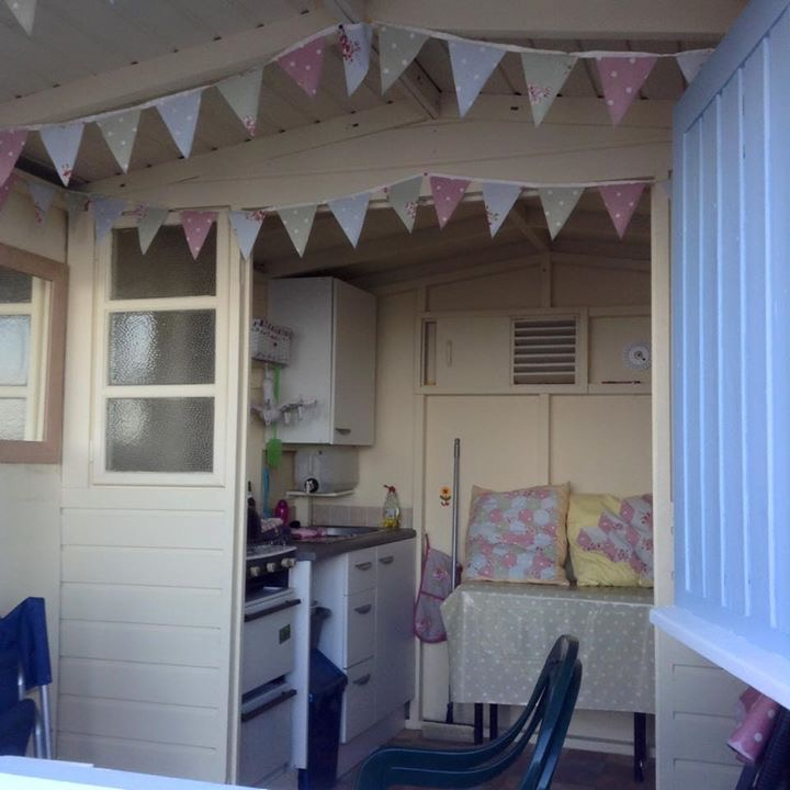 Beach hut decor ideas how i created isla millie 39 s beach for Beach hut designs