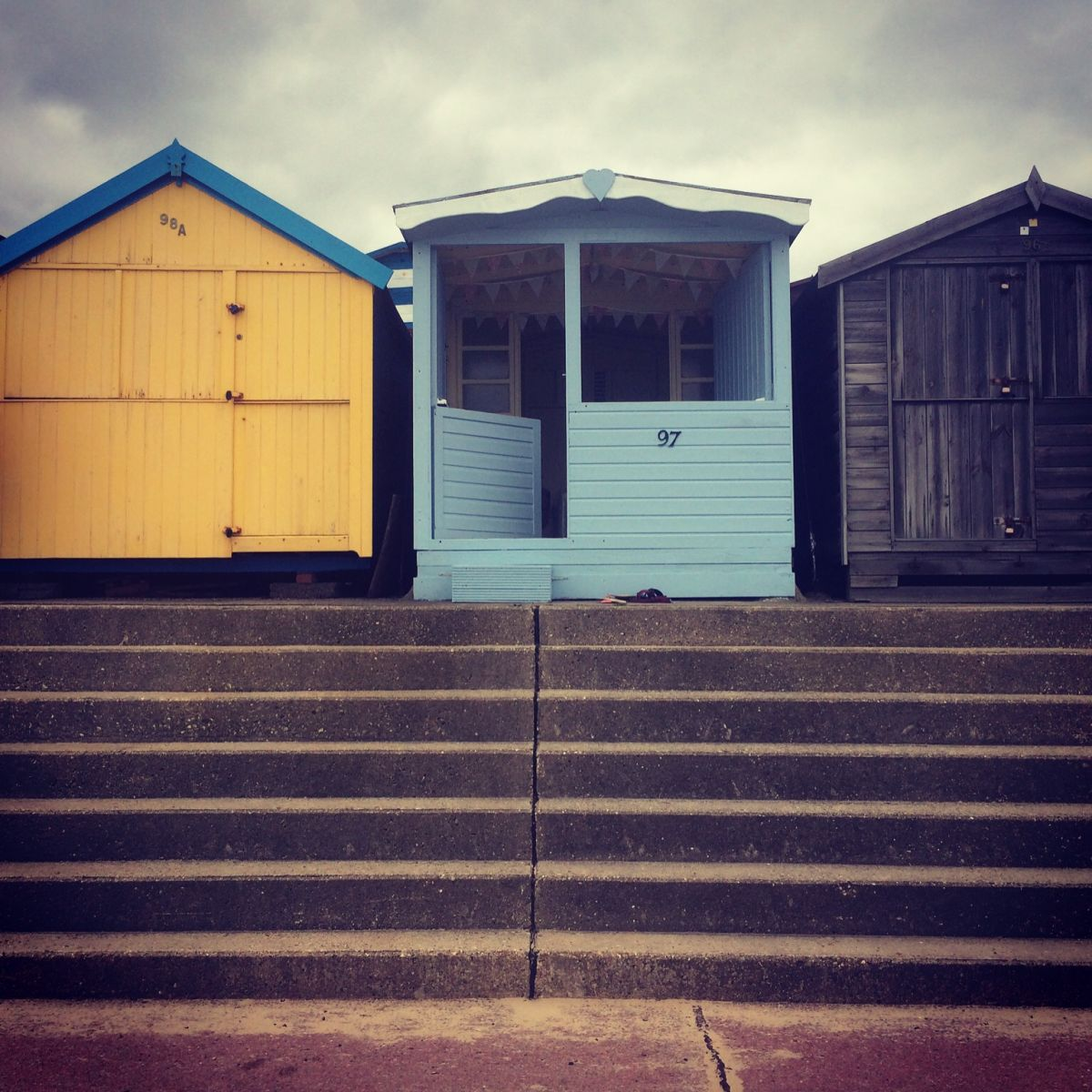 Beach hut decor ideas how i created isla millie 39 s beach for Beach hut style