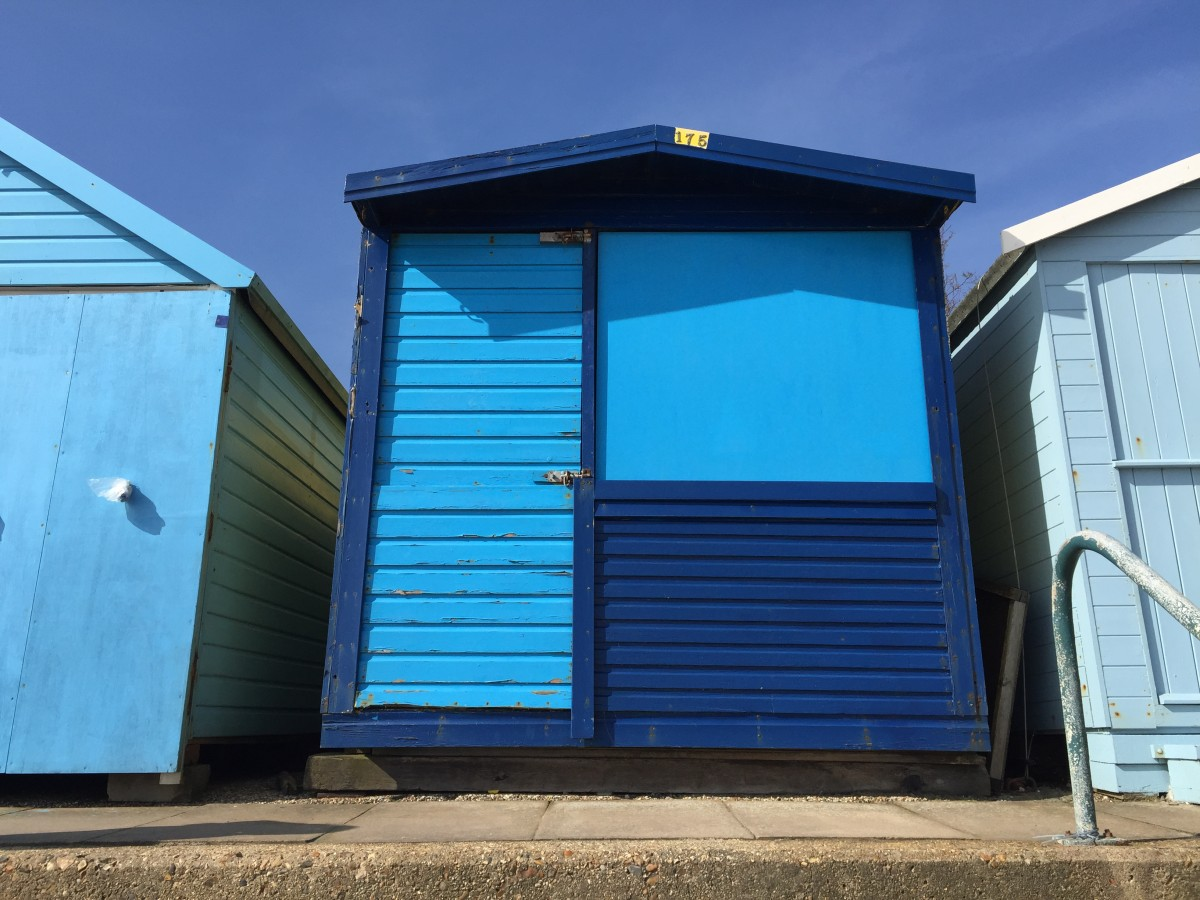 Beach hut decor ideas how i created harley millie 39 s for Beach hut designs