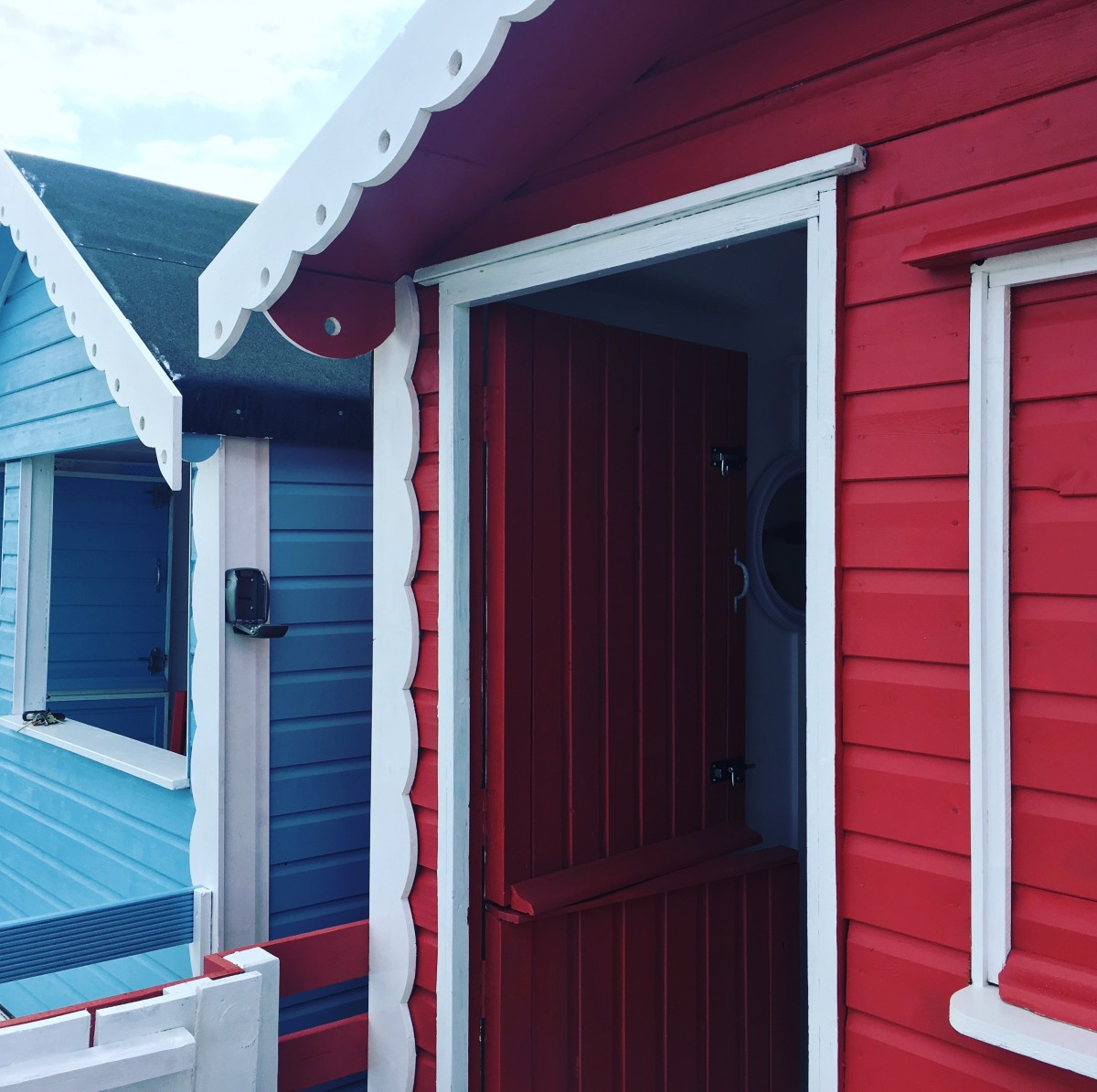 Beach Hut Decor Ideas: Mickey and Minnie Exterior Paint