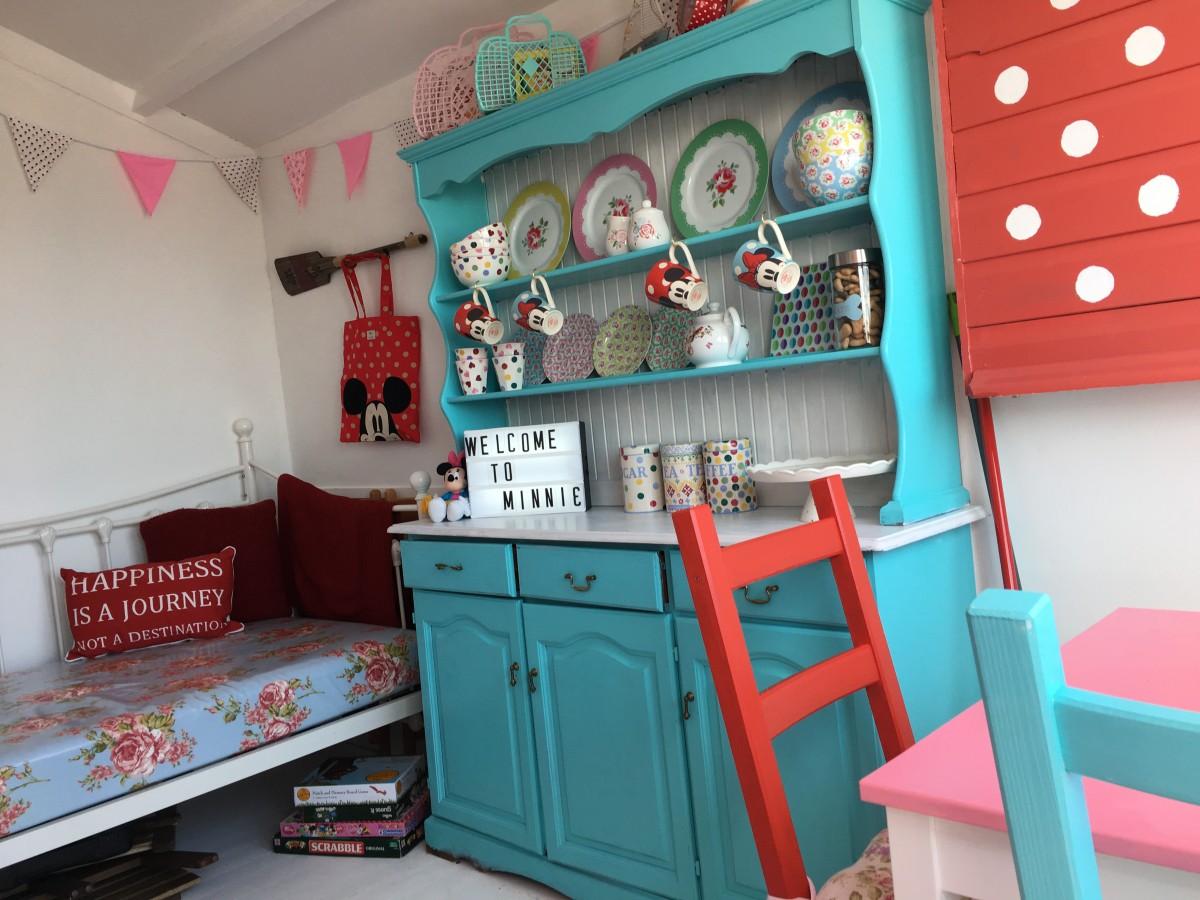 Beach hut decor ideas how i created mickey and minnie for Beach hut decoration ideas