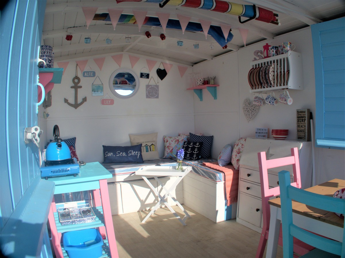 Beach Hut Hire: Sunnysands