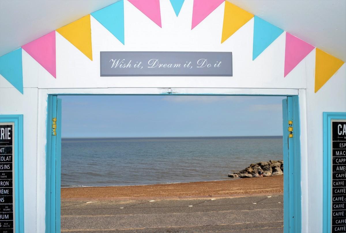 front row beach hut hire Felixstowe Suffolk - Abbie