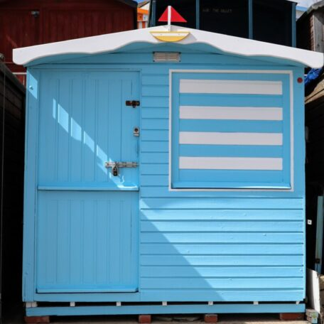 millies-beach-huts-beach-hut-hire-sunnysands-front-row-walton-on-the-naze-essex