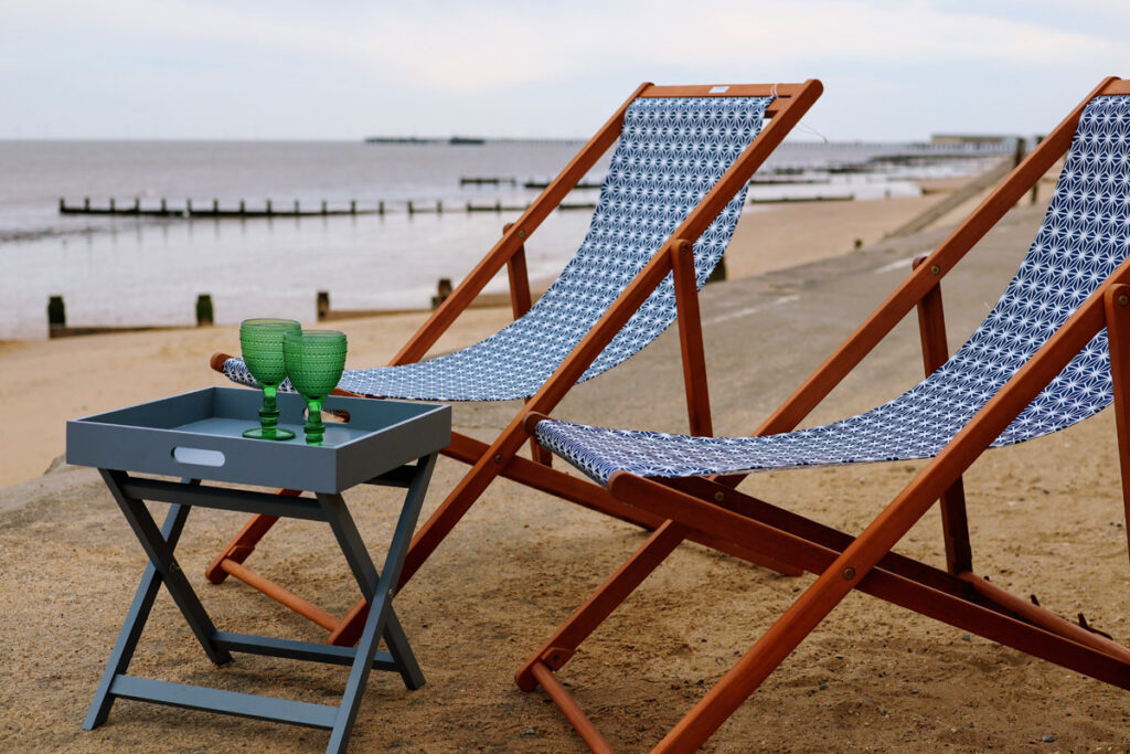 walton-on-the-naze-essex-beach-hut-hire-loopy-lou-eastcliff-front-row